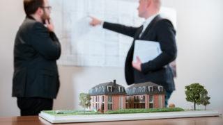 Sallier Bauträger Projektentwicklung im Büro anhand Standortanalyse